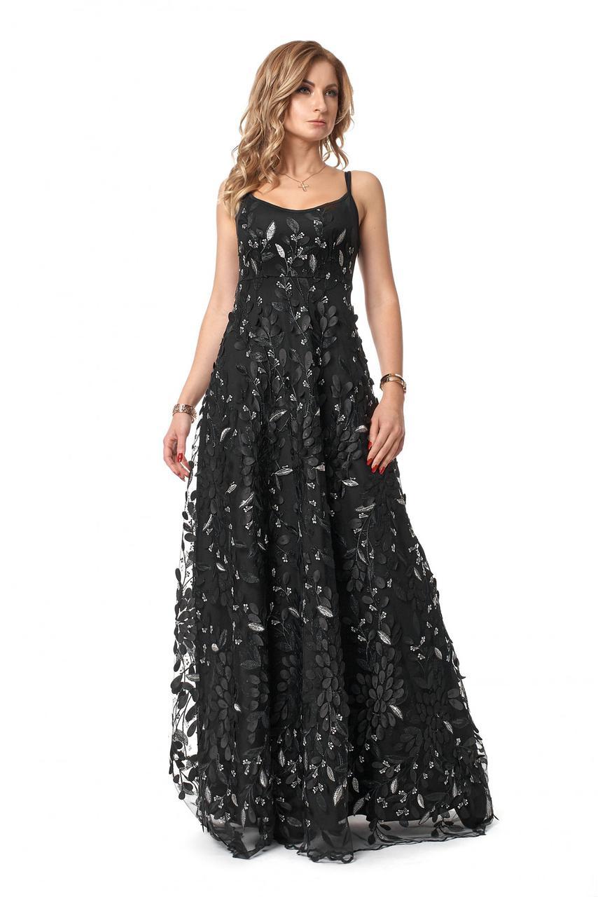 Нарядное роскошное дорогое вечернее платье из эксклюзивного кружева