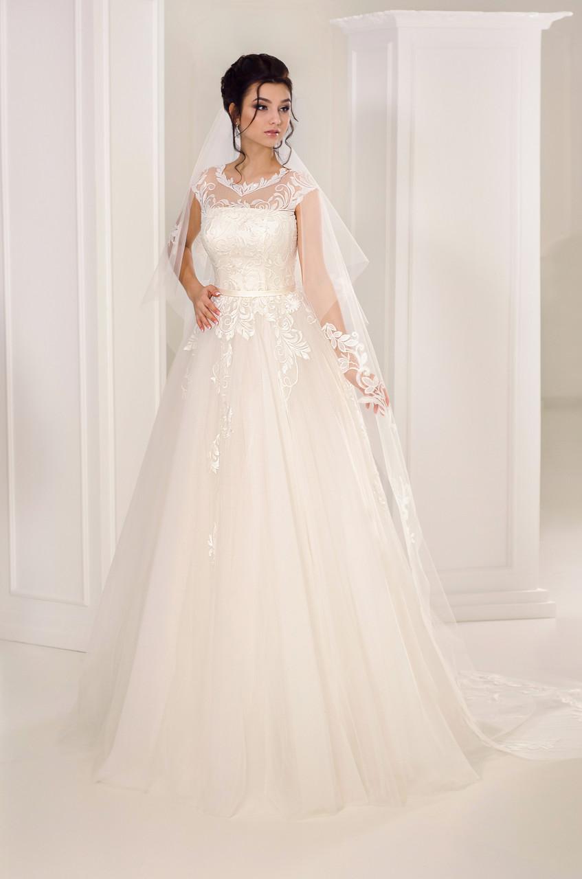 Милое  свадебное платье А-силуэта
