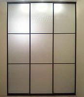 Гардеробная комната с матовыми зеркалами в восточном стиле