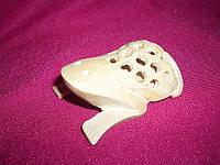 Статуэтка Лягушонок в лягушке из дерева