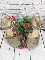 Босоножки замшевые на толстом устойчивом каблуке бежевого цвета открыты носок и пятка Код 1568, фото 3