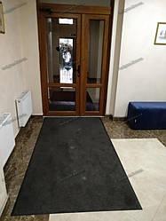Грязезащитный ворсовый ковер на резиновой основе при входе в помещение 14