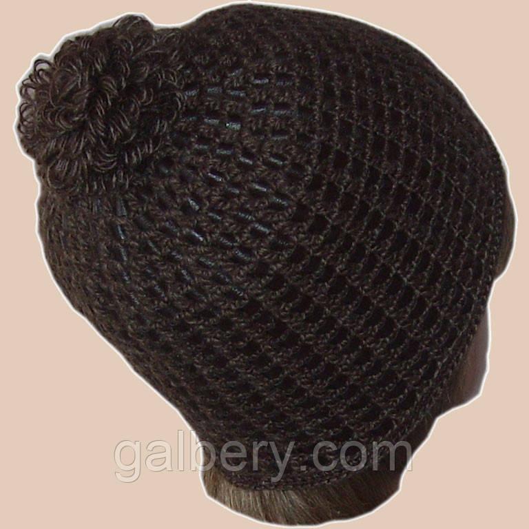 Женская вязаная шапка на подкладке с бортиком c элементами кожи коричневого цвета
