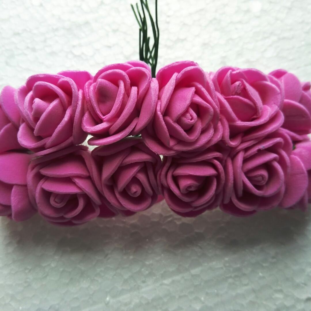 Букет темно-розовых розочек