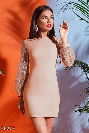 Элегантное женское платье-мини приталенное с прозрачным рукавом из сетки с цветной вышивкой розовое, фото 2