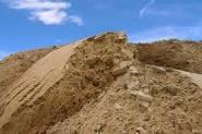 Песок овражный с доставкой нашими самосвалами 30 т.