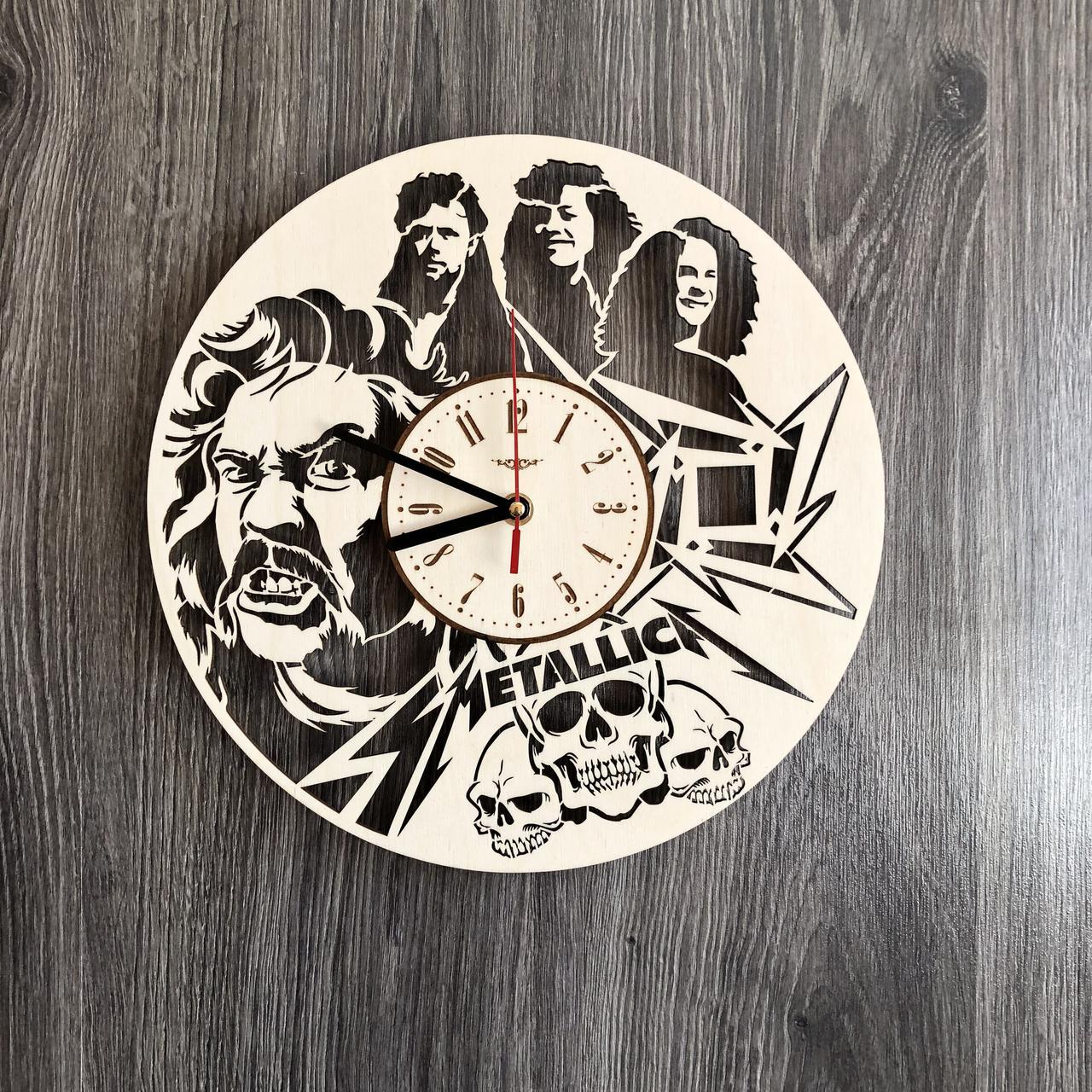Деревянные часы на стену «Metallica»