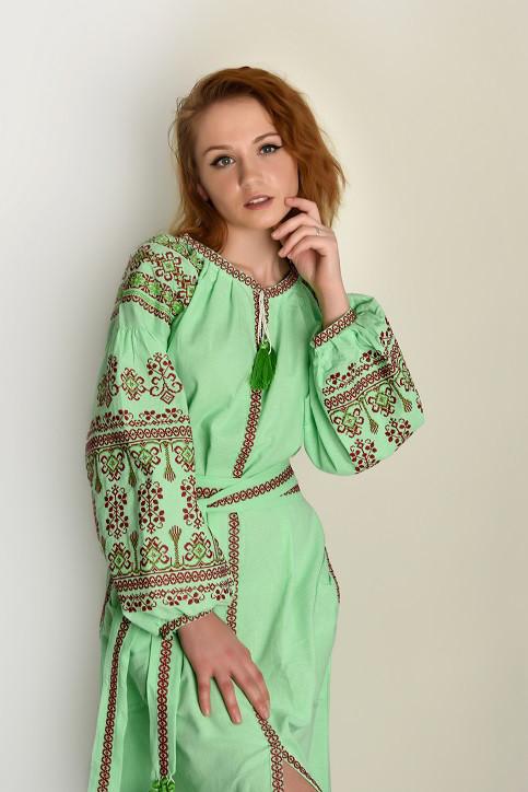5c8bd600aa21316 Молодежное платье украшено вышевкой: продажа, цена в Хмельницком ...