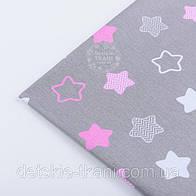"""Лоскут ткани №1252 """"Звёзды-пряники с зигзагами"""" розовые на сером"""