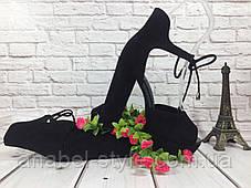 Босоножки замшевые черного цвета на устойчивом каблуке носок открыт пятка закрыта шнурочек Код 1585, фото 3