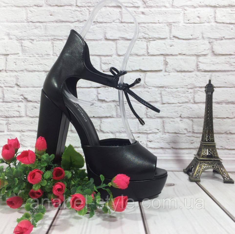 Босоножки кожаные черного цвета на устойчивом каблуке носок открыт пятка закрыта шнурочек Код 1588