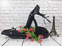 Босоножки кожаные черного цвета на устойчивом каблуке носок открыт пятка закрыта шнурочек Код 1588, фото 2