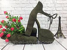 Босоножки замшевые цвета хаки на устойчивом каблуке носок открыт пятка закрыта шнурочек Код 1589, фото 3