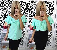 Блуза прямая с открытыми плечами с воланами