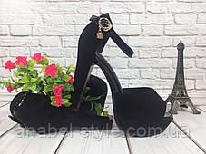 Босоножки замшевые черного цвета на толстом каблучке + лаковый ремешок носок открыт пятка закрыта Код 1591, фото 2