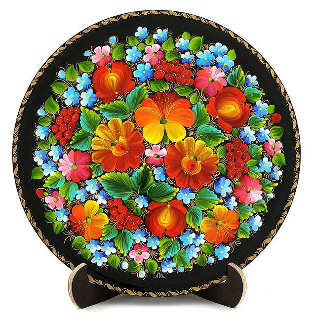 Расписная тарелка в технике Петриковская роспись.