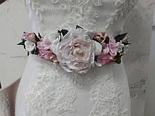 Пояс на ленте с цветами из ткани нежно-розовый