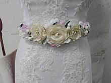 Пояс на ленте с цветами из ткани молочный с розовым