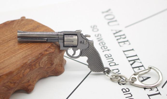 Брелок револьвер кольт