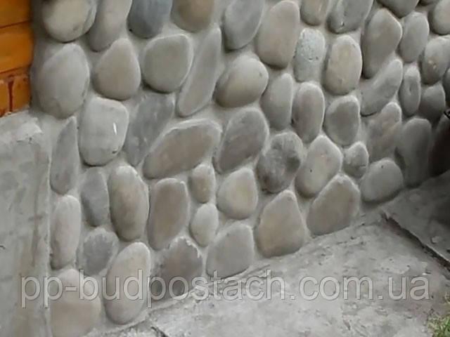 Речной камень прекрасный материал для отделки цоколя