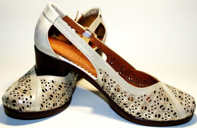 Летние туфли босоножки шьют из мягчайшей натуральной кожи кремового цвета с  золотистым блеском. Кожаная коричневая подкладка приятна на ощупь. 54ada80934129