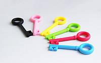 Пластиковые ключики для наушников (ЦВЕТ СЛУЧАЙНЫЙ) 75x25мм, фото 1