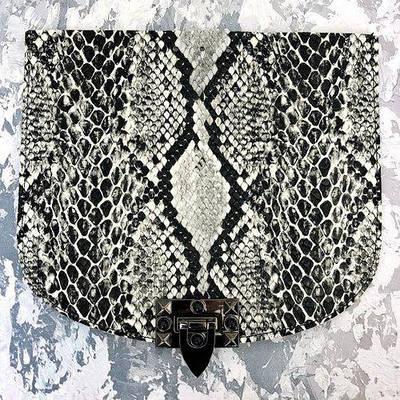 """Крышка для сумки """"Змея"""", с замком и черным камнем."""
