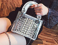 Серебристая лаковая сумка с жемчугом