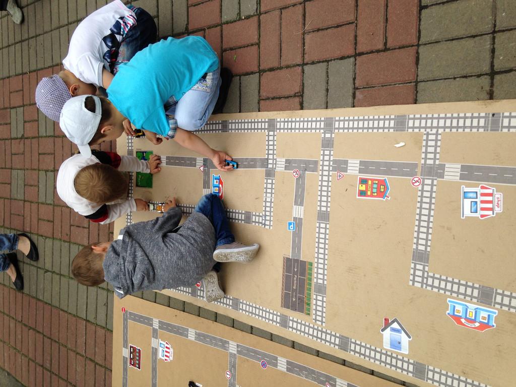 Дети сами придумывали игры