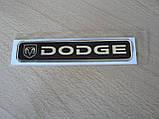 Наклейка s надпись Dodge 100х20х1мм силиконовая маленькая полоска на авто эмблема логотип Додж черный фон, фото 3