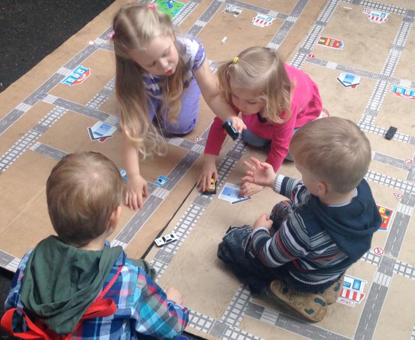 В игре с удовольствием участвуют и мальчики, и девочки