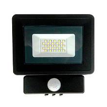 Прожектор светодиодный 10W 220V с датчиком