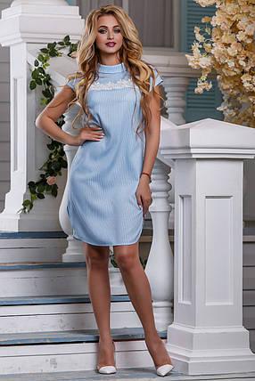 a260772ea61 Летнее платье миди с кружевной вставкой прямого кроя с коротким рукавом  голубое