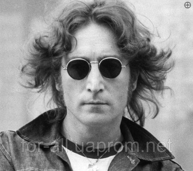 Фото Джона Леннон в круглых солнцезащитных очках