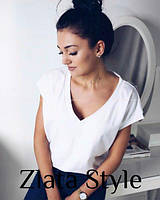 Белая женская летняя футболка оверсайз с глубоким вырезом однотонная