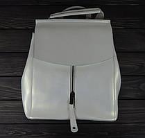 Женский рюкзак перламутрового цвета на клапане