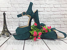 Босоножки замшевые на толстом устойчивом каблуке зеленого цвета открыты носок и пятка Код 1595, фото 3