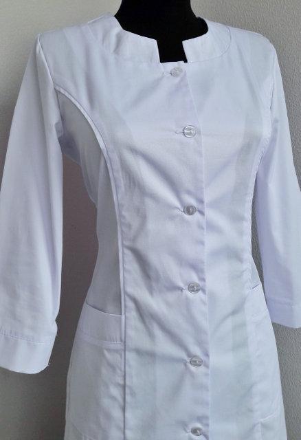 Классический медицинский женский белый халат с карманами 46-58.
