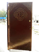 Металлические двери с орнаментальными вставками