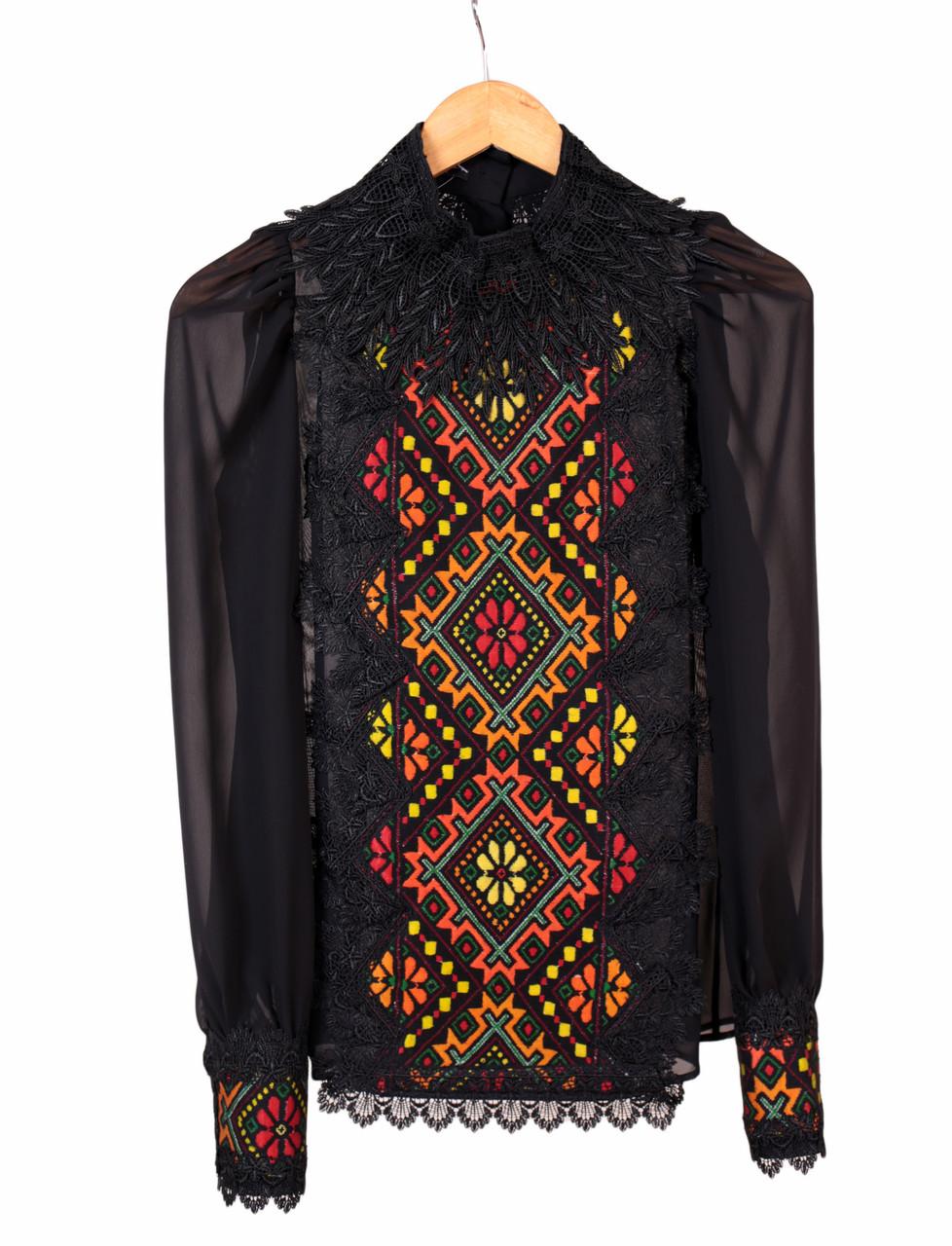 Жіноча дизайнерська блузка чорного кольору на шифоні з етнічним орнаментом