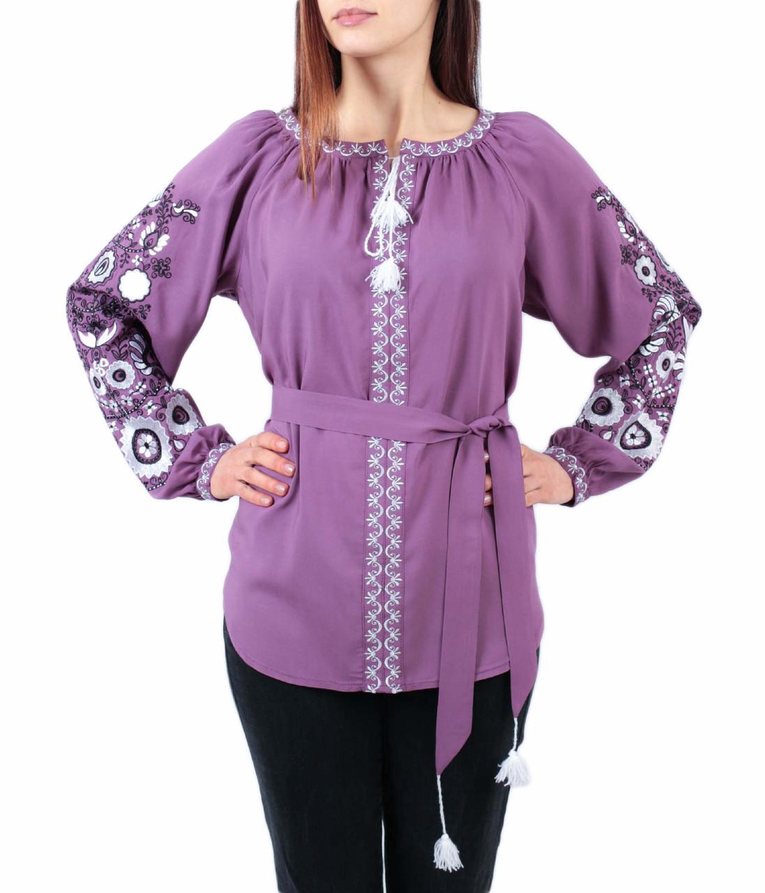 Жіноча блузка бузкового кольору з машинною вишивкою недорого