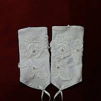 Детские перчатки с гипюром белые
