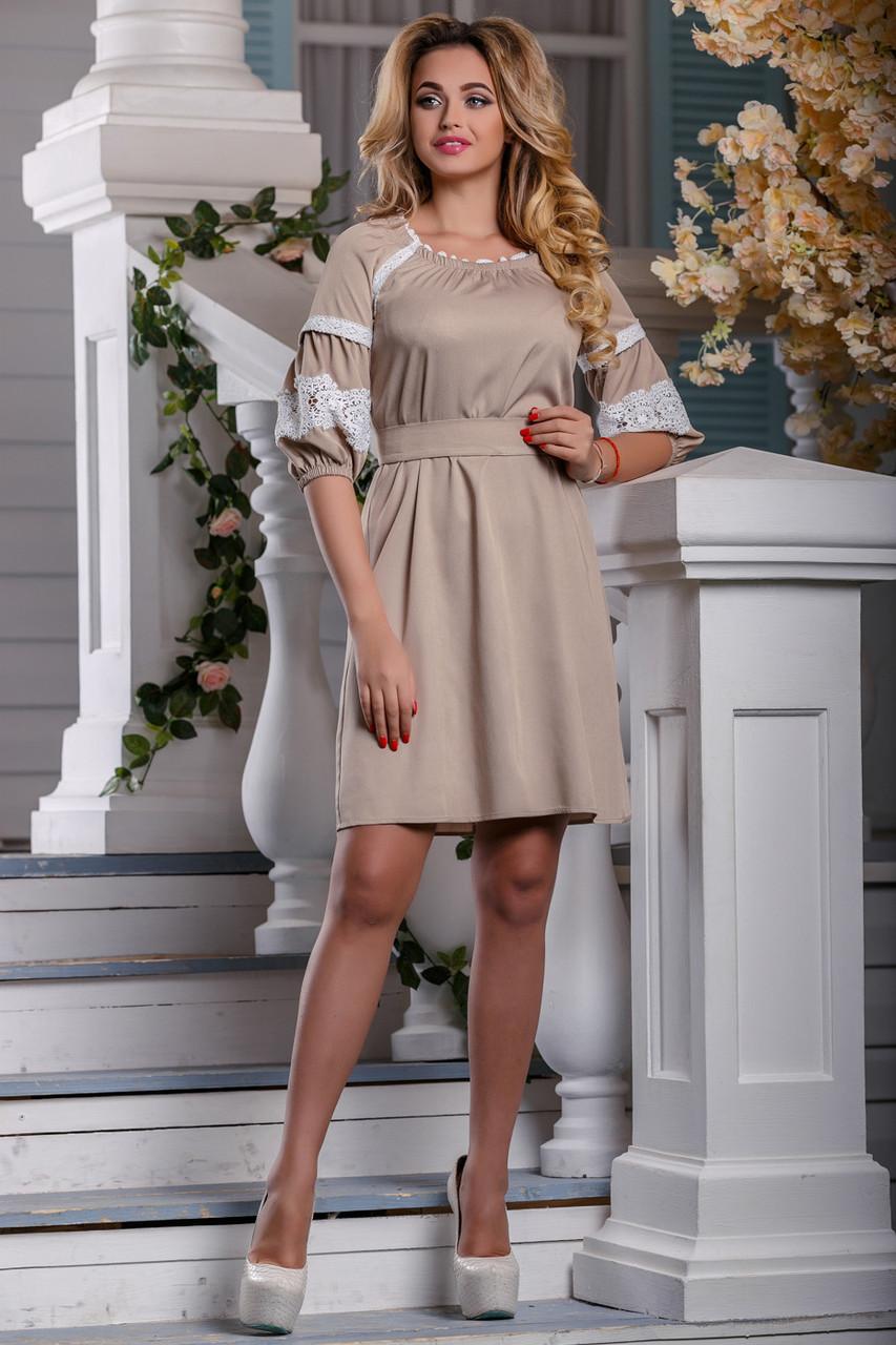 Красивое платье средней длины свободное с поясом кружева светлый кофе