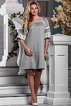 Нарядное свободное платье средней длины рукав на резинке светло серое, фото 2