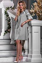 Нарядное свободное платье средней длины рукав на резинке светло серое, фото 3