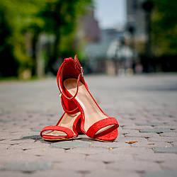 Червоні жіночі босоніжки на невеликому каблуці, із закритою п'ятою. Колір на вибір. Розмір 36-41