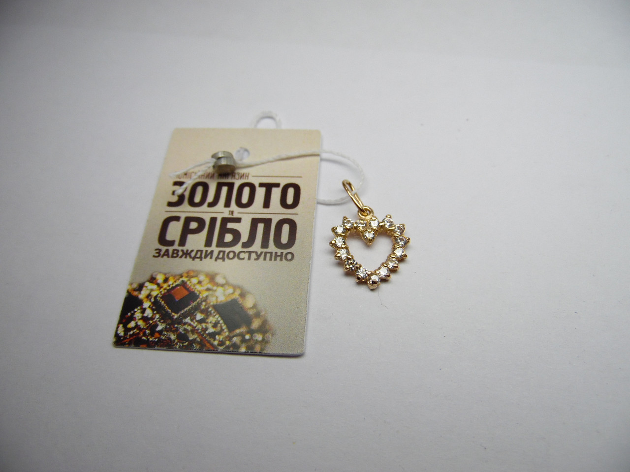 Золотая подвеска в форме сердца, вес 1,09 г.