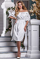 Летнее платье миди свободного кроя под пояс белое