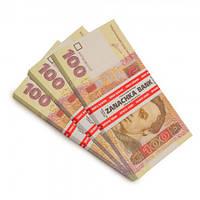 Пачка денег по 100 гривен