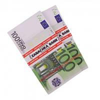 Пачка денег по 100 евро
